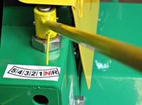 Univerzální kultivátor MKS - páka řazení pětirychlostní převodovky.